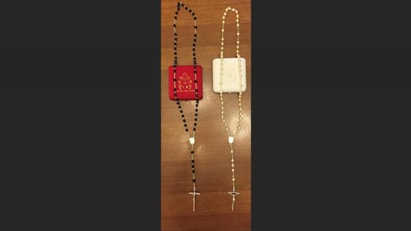 http://www.latimes.com/nation/la-na-kim-davis-pope-rosaries-20150930-story.html