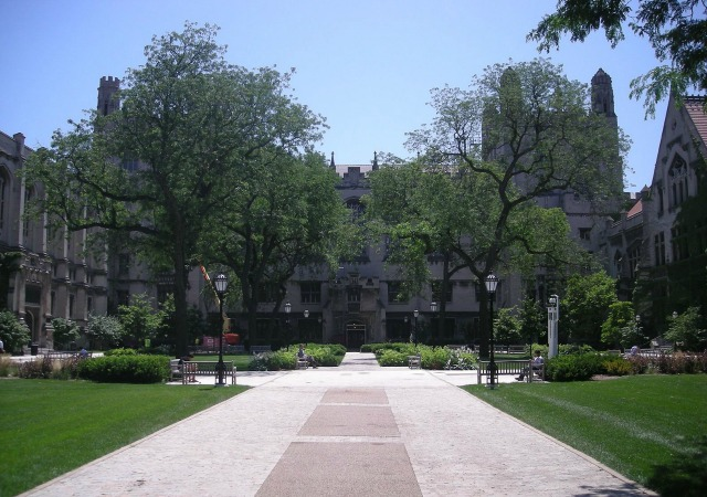https://commons.wikimedia.org/wiki/File:University_of_Chicago_July_2013_15_(Main_Quadrangles).jpg